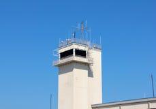 Białej lot linii Radarowy Teletechniczny wierza Obraz Royalty Free