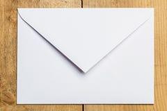 Biała koperta dla listów Zdjęcia Royalty Free