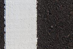 Biała linia na nowej asfaltowej drodze Fotografia Stock