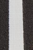Biała linia na nowej asfaltowej drodze Obraz Stock
