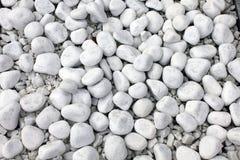 Biała otoczaka kamienia tekstura na ziemi Fotografia Stock