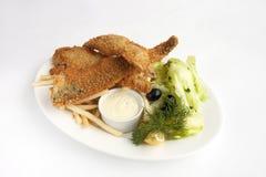 Biała ryba z garnirunkiem Zdjęcie Royalty Free