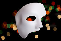 Biała Straszna Halloween maska na bokeh tle Fotografia Royalty Free