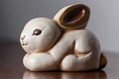 Biały ceramiczny królik Fotografia Royalty Free