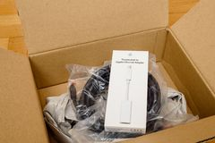 Biały cyfrowego komputeru kabel dla thunderbot ethernety Fotografia Stock