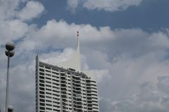Biały drapacz chmur Zdjęcia Royalty Free