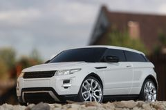 Biały droga samochód na little rock zdjęcia royalty free