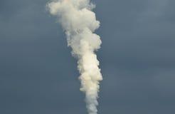 Biały dym w ciemnym niebie Fotografia Royalty Free