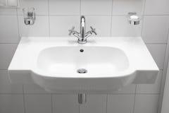 Biały elegancki washbasin Fotografia Stock