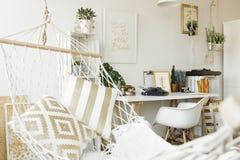 Biały hamak z poduszkami Zdjęcie Royalty Free