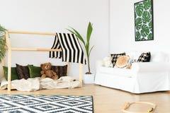 Biały i zielony pokój Zdjęcia Royalty Free