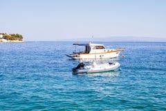 Biały jacht na Adriatic morzu, Trogir, Chorwacja Obrazy Stock