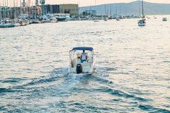 Biały jacht na Adriatic morzu, Trogir, Chorwacja Obraz Stock