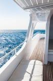Biały jacht w Czerwonym morzu Zdjęcie Stock