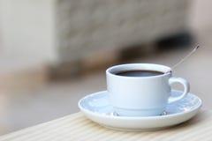 Biały kubek kawa Zdjęcia Royalty Free