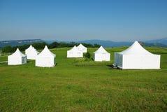 Biały namiot na zielonej trawie Zdjęcie Stock