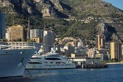 Biały oceanu jacht i liniowiec Fotografia Royalty Free