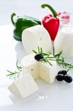 Biały paneer ser z rozmarynowymi i czarnymi oliwkami Obraz Royalty Free