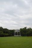 Biały pawilon w ogródzie Obrazy Royalty Free