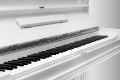 Biały pianino Zdjęcie Royalty Free