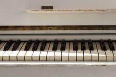 Biały pianoforte, frontowego widoku instrument, instrument muzyczny lea Zdjęcia Royalty Free