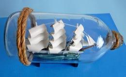 Biały statek w butelce Obrazy Stock