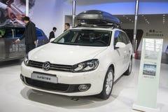 Biały Volkswagen golfa samochód Zdjęcie Stock