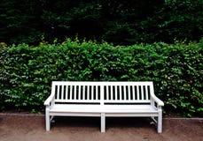 Biała ławka Zdjęcia Stock