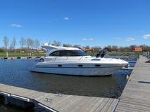 Biała łódź w Marina, Lithuania Zdjęcia Stock