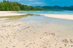 biali baranki na turkusie nawadniają Andaman morze Zdjęcia Stock
