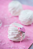 Biali jabłczani marshmallows dla walentynki (zephyr) Fotografia Stock