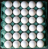 Biali jajka na sprzedaży Fotografia Royalty Free