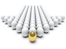 Biali jajka wyrównywali tworzyć strzała z złotym jajkiem ilustracja wektor