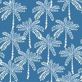 Biali konturów drzewka palmowe na lata nieba błękita tle wektor Obrazy Stock