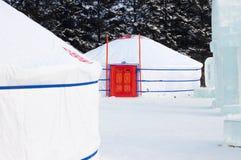 Biali krajowi namioty w Buryatia w rosjaninie obraz stock
