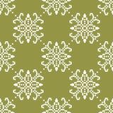 Biali kwiaty na oliwnej zieleni tle Ornamentacyjny bezszwowy wzór ilustracja wektor