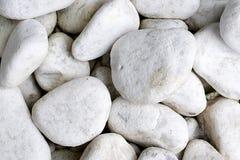 Biali otoczaków kamienie Obrazy Royalty Free