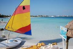 Biali piaski przy Cancun plażą Zdjęcia Stock