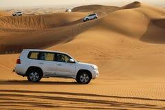 Biali samochody w pustyni obok Dubaj Obrazy Stock