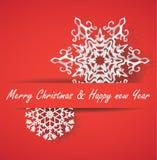 Biali wektoru papieru Wesoło bożych narodzeń płatki śniegu na czerwonym tle Zdjęcia Stock