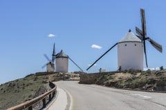 Biali wiatrowi młyny dla szlifierskiej banatki Miasteczko Consuegra w pr Zdjęcie Stock