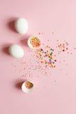 Biali Wielkanocni jajka na świetle - różowy tło, minimalistic desig Zdjęcia Stock