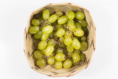 Biali winogrona w ryżowym Kratib na białym tle, białych winogron cl Zdjęcia Royalty Free