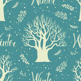 Biali zim drzewa na błękitnym tle ilustracji
