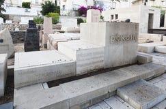 Bialik et ses tombes de family'€™s dans le cimetière de Trumpeldor Tem A Image libre de droits
