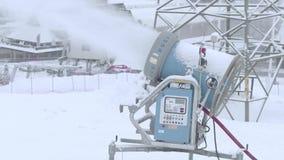 BIALKA TATRZANSKA, POLONIA - 3 DE FEBRERO DE 2018 Máquina de la nieve de LENKO en la acción almacen de video
