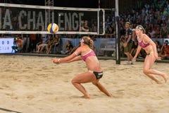 Bianca Zass otrzymywa piłkę w finałach Ljubljana plaży salwy wyzwanie zdjęcie royalty free