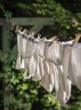 Biancheria intima del ` s degli uomini sulla corda da bucato all'aperto d'annata Fotografie Stock Libere da Diritti