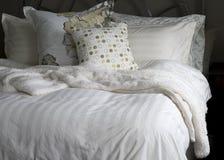 Biancherie da letto accoglienti Fotografie Stock