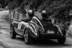 BIANCHI PANHARD ITALFRANCE 750 S COLLI 1954 na starym bieżnym samochodzie w zlotnym Mille Miglia 2017 sławna włoska dziejowa rasa Fotografia Royalty Free